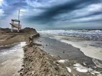Costa Veneta minacciata dai cambiamenti climatici: servono oggi azioni e risorse per garantire l'economia legata al mare, dalla portualità e logistica al turismo  ai servizi balneari.