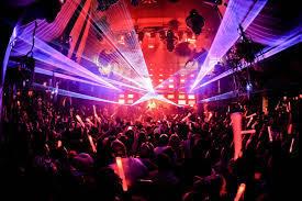 Lo strano caso del virus che colpisce solo in discoteca